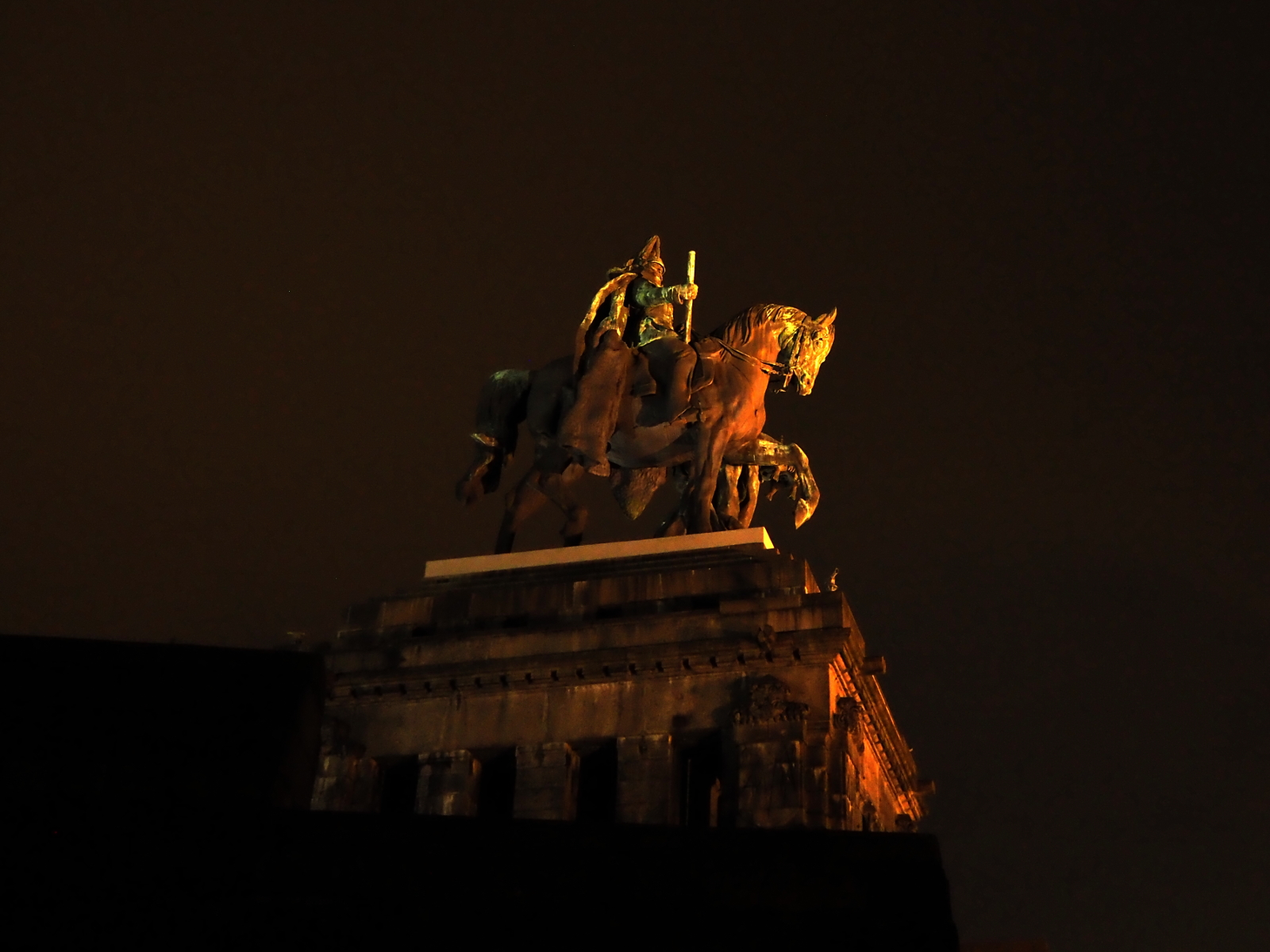 Heroic statue of general on a horse