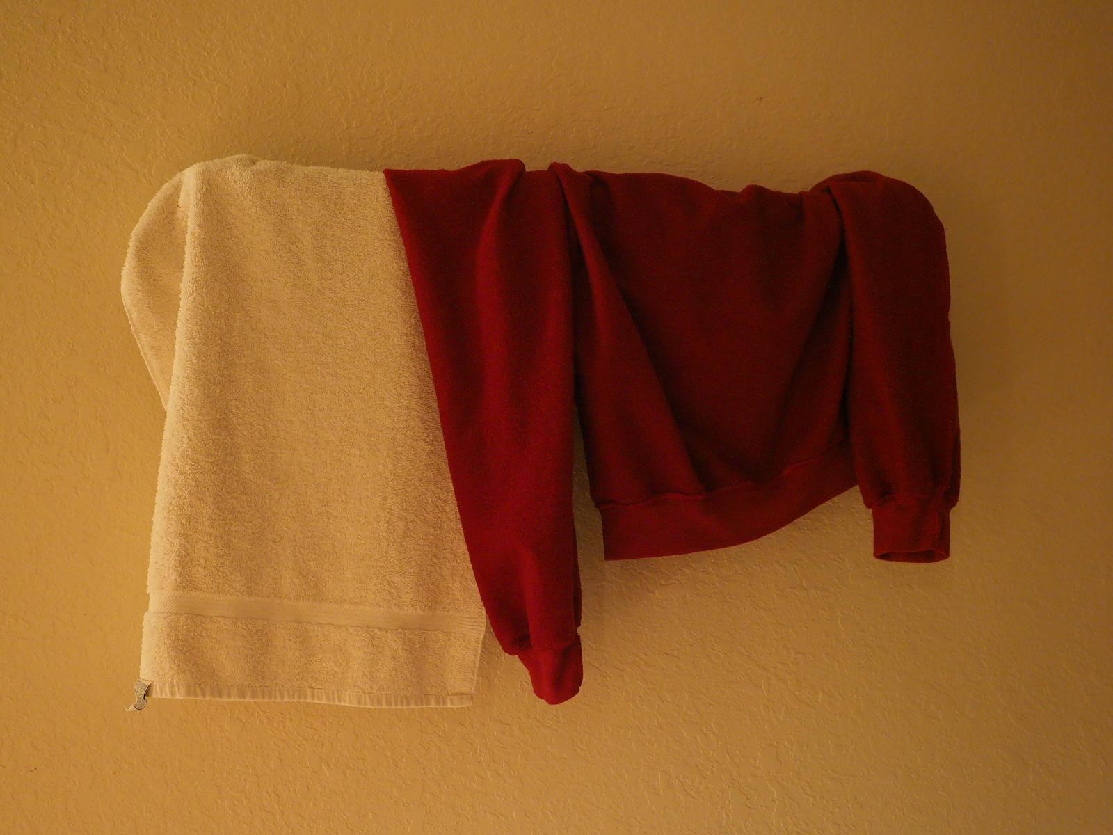 Picture of a towel rack in the dark - kc-em120015a-